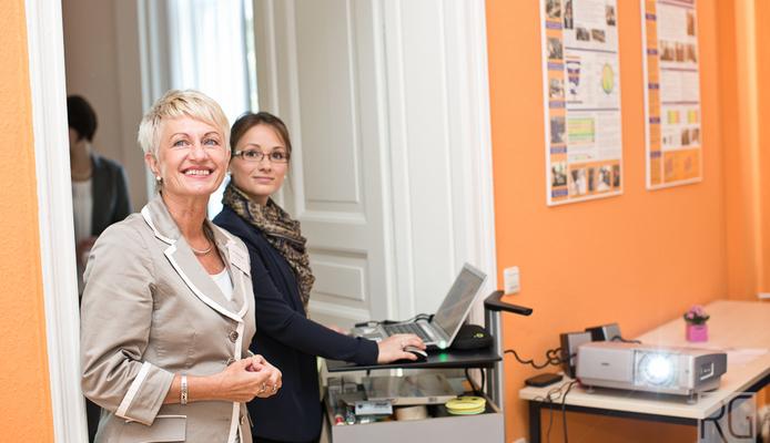 Frau Dr. Ulla Nagel und Anika Glowania während des Vortrages zum Employer Branding