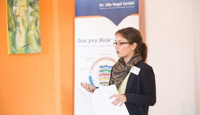 Anika Glowania während des Vortrages zum Employer Branding