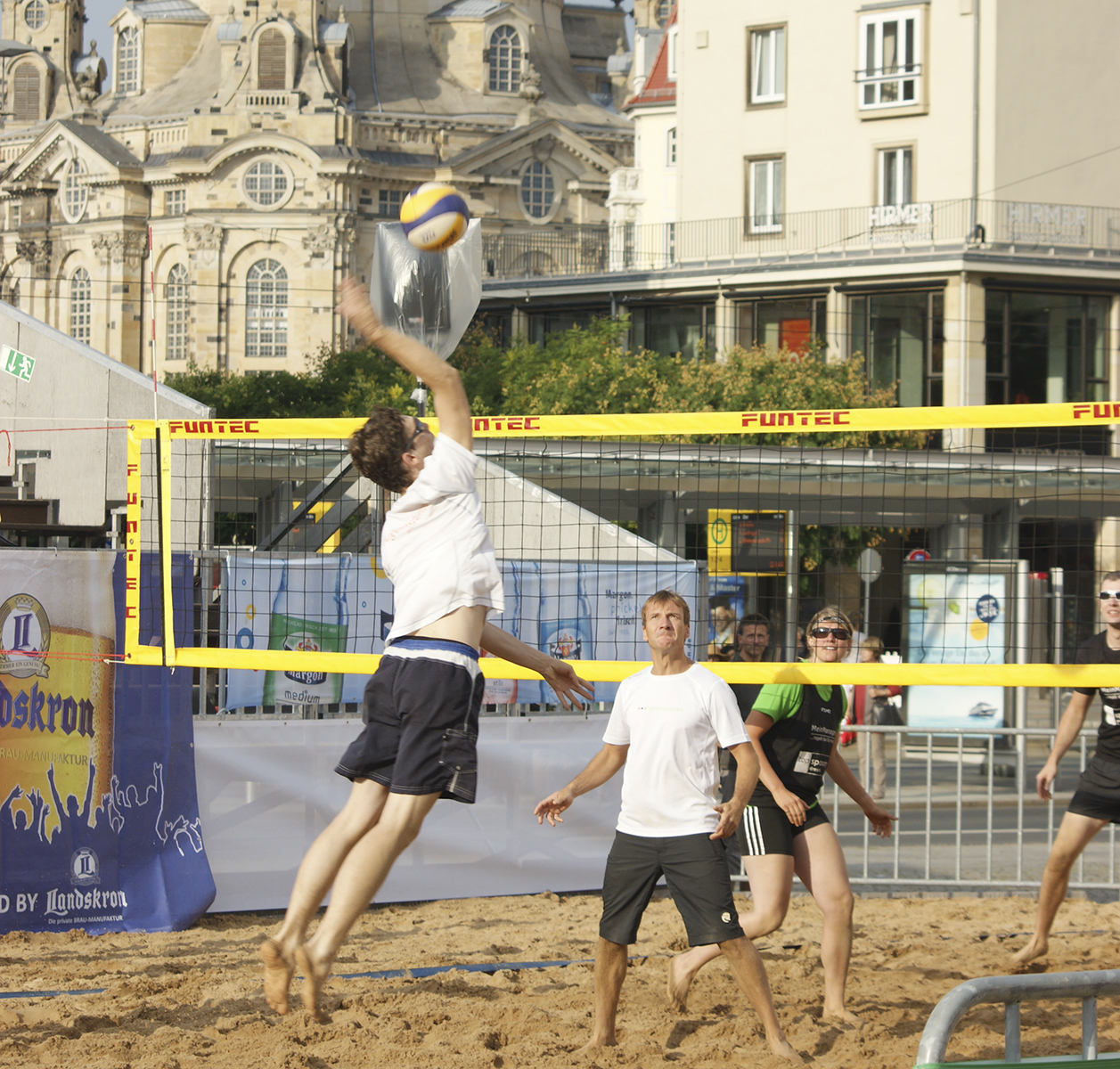 beachvolleyball turnier frauenkirche dresden